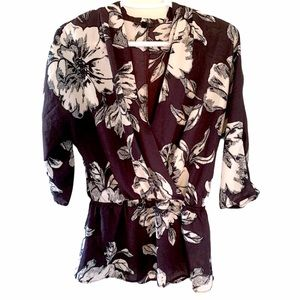 $5 in bundle - Dynamite peplum floral tunic